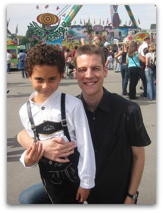 oktobefest-boy-lederhosen