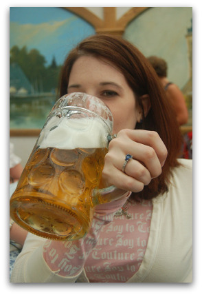 oktoberfest-cute-girl-drinking-beer