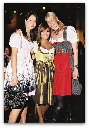 oktoberfest-girls-in-dirndls