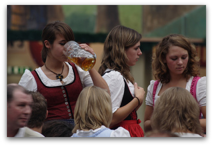 oktoberfest-hot-girls
