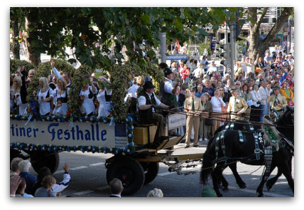 oktoberfest-parade-girls-on-cart