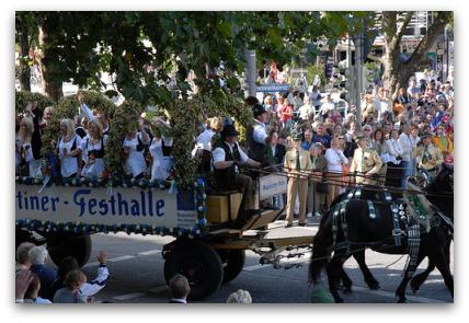 oktoberfest-parade-girls-on-cart