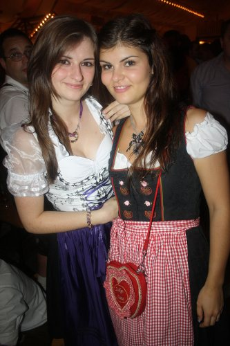 a-couple-of-girls-in-dirndls