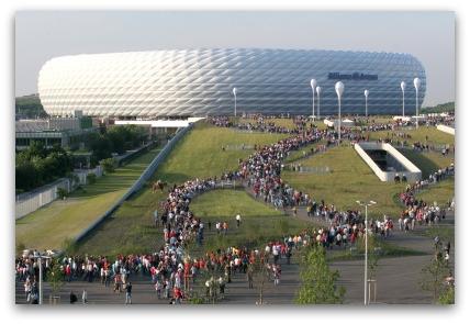 allianz-arena-crowds