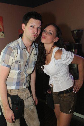 bar-staff-blow-kiss