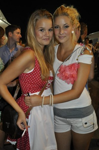 beautiful-dirndl-girls