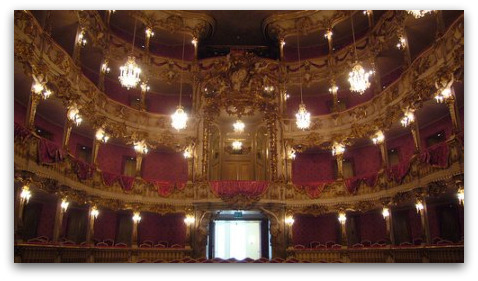 curvillies-theatre-munich
