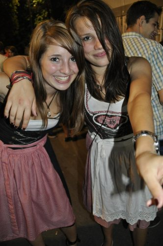 cute-dirndl-girls