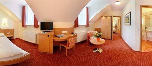 Hotel-Kriemhild-Munchen-Nymphenburg