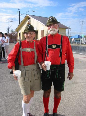 lederhosen-couple