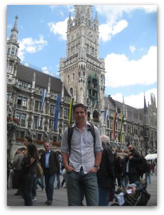 marienplatz-me-standing