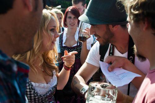 munich-oktoberfest-2014-girl-and-brazilian-guy