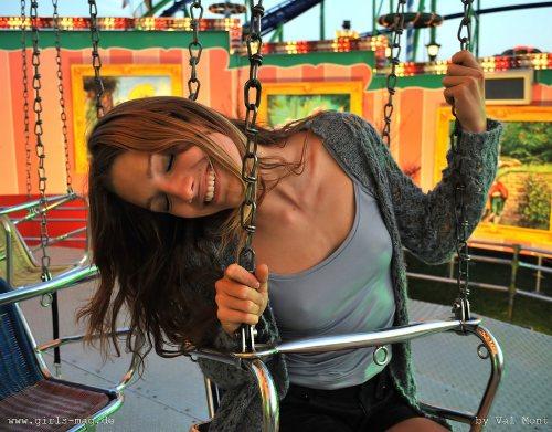 munich-oktoberfest-2013-girl-on-ride