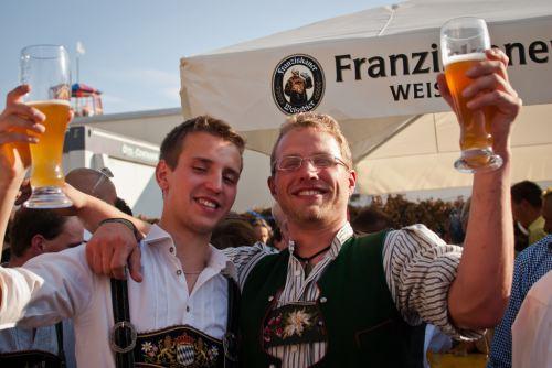 munich-oktoberfest-2013-guys-drinking.jpg
