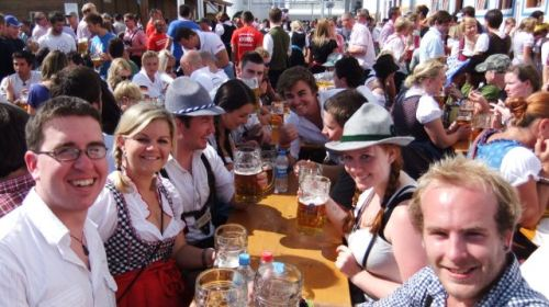 oktoberfest-table-people