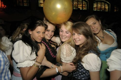 oktoberfest-girls-at-afterparty