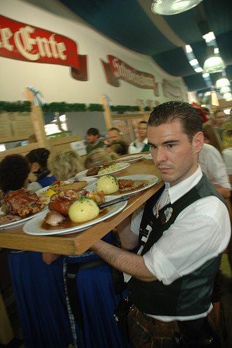 oktoberfest-waiter