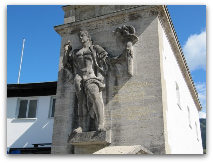 olympia-skistadion-garmisch-statue