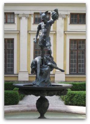 residenz-statue