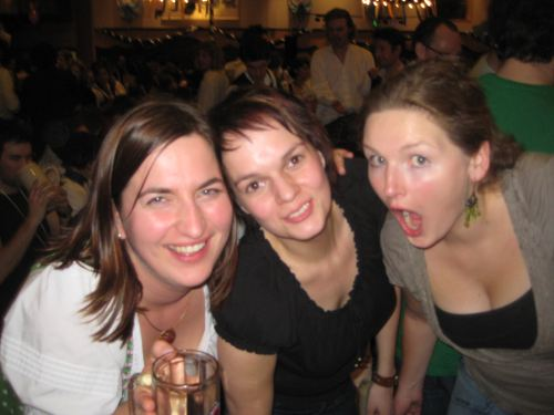 strong-beer-fest-girls