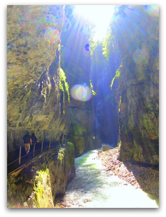 sunny-day-in-the-gorge