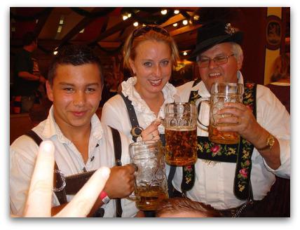 2oktoberfest-germany-group-beer