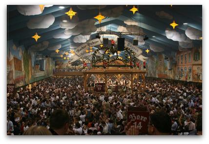 oktoberfest-himmel-der-bayern-inside-munich-tent