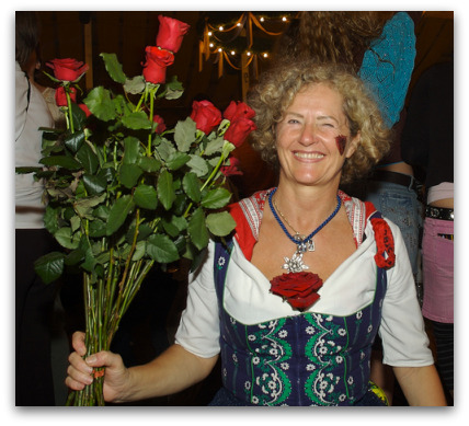 oktoberfest-lady-selling-flowers