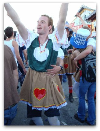 oktoberfest-octoberfest-guys-dressed-as-girl