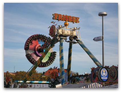 oktoberfest-ride-flying-saucer-outside-people