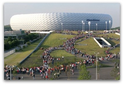 allianz-arena-crowds