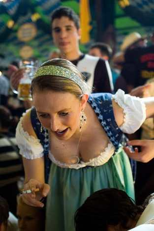 dirndl-at-oktoberfest