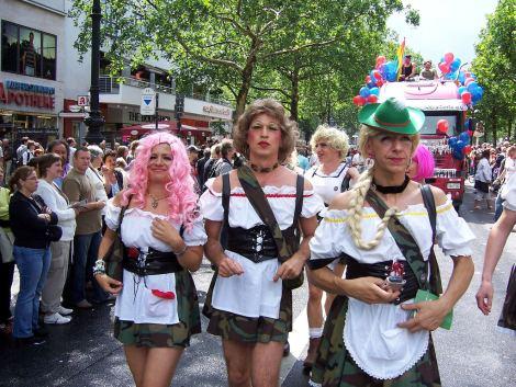dirndl-transvestites