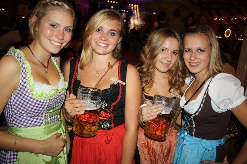 four-girls-in-dirndls