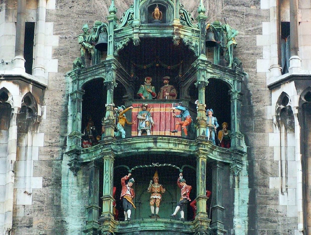 Who Is München munich glockenspiel about the glockenspiel munich