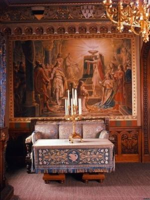 inside-neuschwanstein-castle-living-room