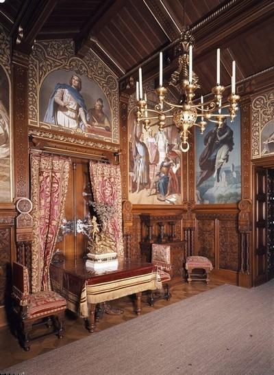 inside-neuschwanstein-dining-room