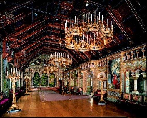 Inside-Neuschwanstein-Singers-hall.jpg