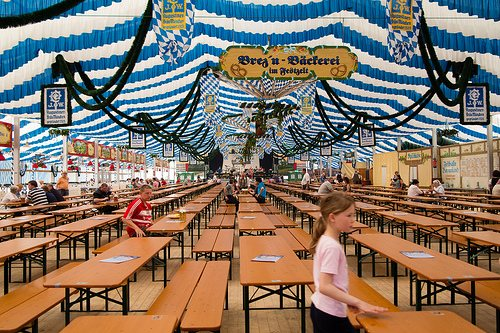 muenchener-fruhlingsfest-tent