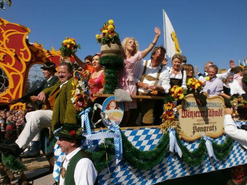 munich-oktoberfest-2013-oktoberfest-munich-parade-float