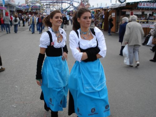 munich-oktoberfest-2013-waitresses