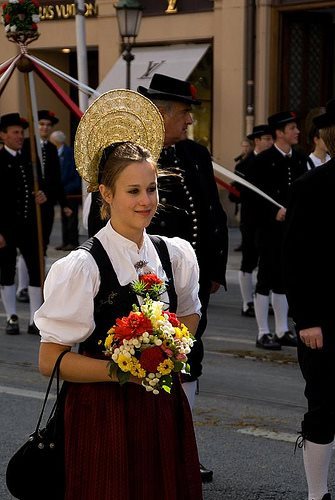 oktoberfest-parade-girl
