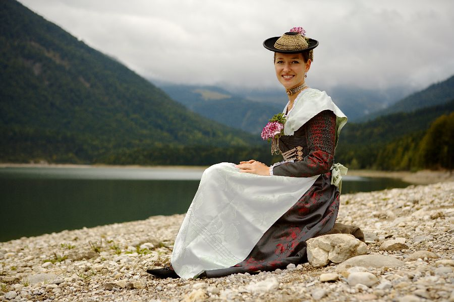 traditional-dirndl-dress